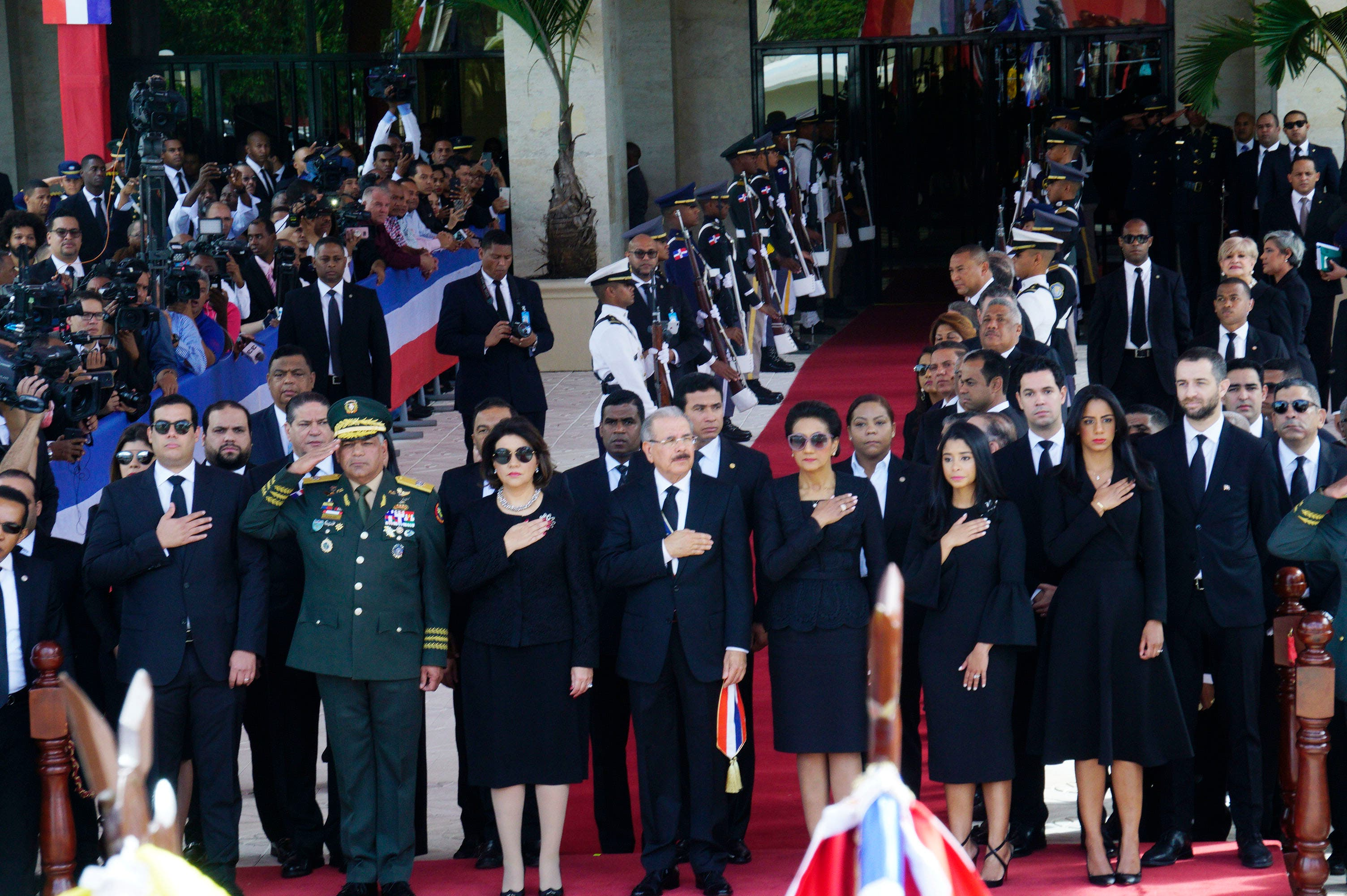 1. El presidente Danilo Medina  recibe honores militares. Foto: Elieser Tapia.