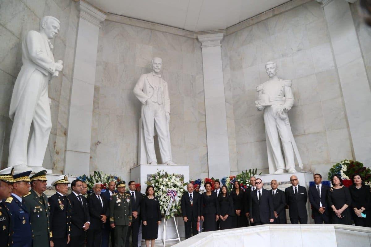 18. El Mandatario rindió tributo a los Padres de la Patria.