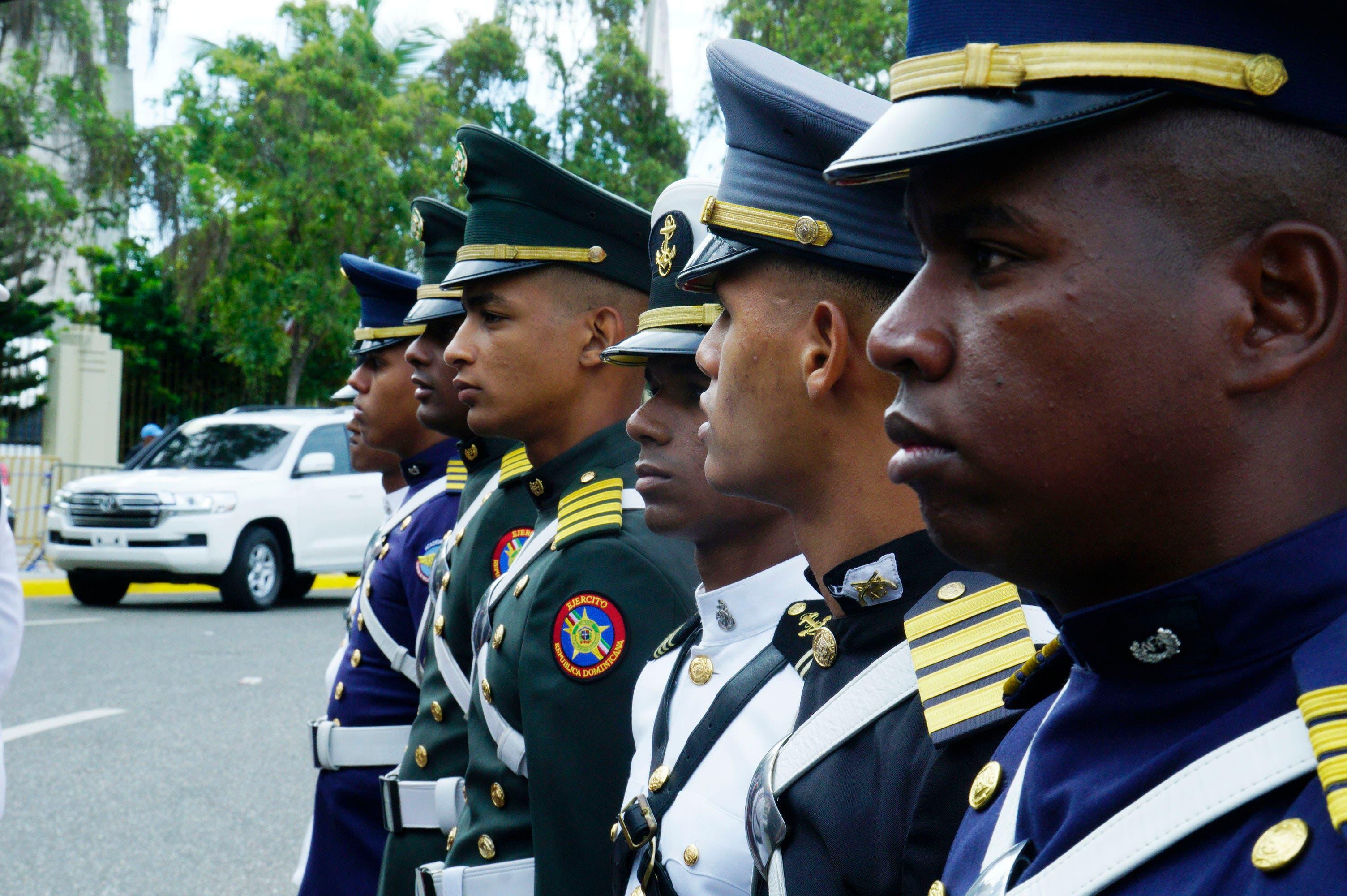 5. Parte de los cadetes apostados en el Congreso Nacional para rendir honores militares al presidente Medina. Foto:  Elieser Tapia.