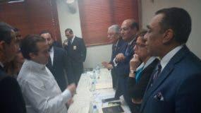 Castaños habló del tema luego de sostener en la sede de la JCE un encuentro con loes representantes de los partidos políticos con quienes trató el tema del presupuesto y automatización del voto en las primarias.