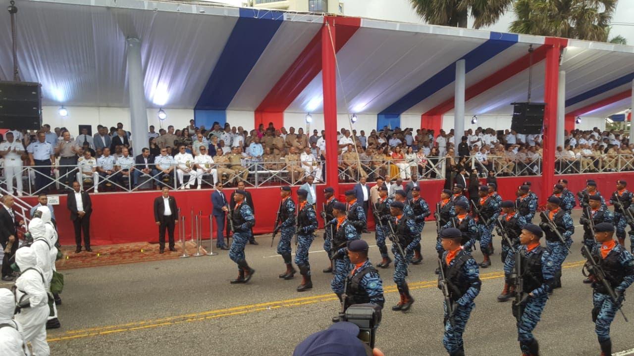 23. Parte del desfile militar con motivo del 175 aniversario de la Independencia Nacional.