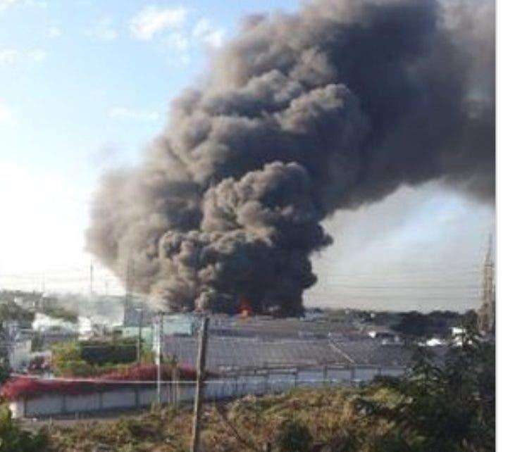 Según informes el incendio inició alrededor de las 7:00 de la mañana de este lunes.