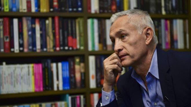 Jorge Ramos denunció haber sido retenido dos horas en el palacio de Miraflores.