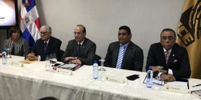 La reunión se realiza en el salón de partidos políticos de la JCE.