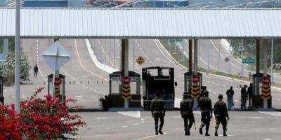 """El hecho fue calificado por Migración Colombia como """"una metáfora del dictador aferrándose al poder"""""""