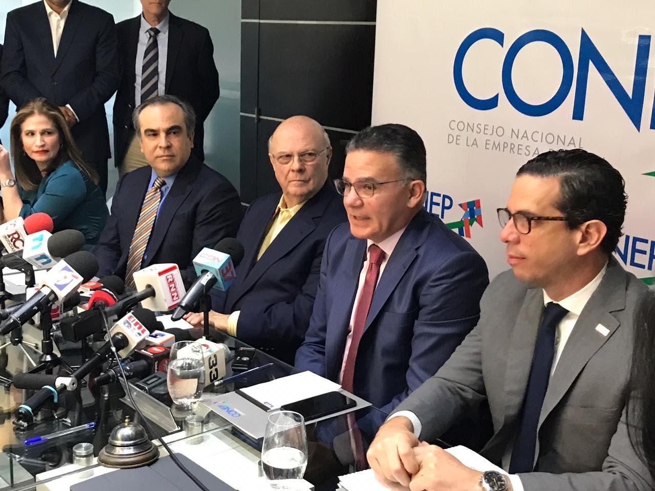 Pedro Brache habló en un encuentro con directivos del CONEP,donde participó el expresidente Mejía.