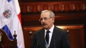 Danilo Medina anuncia aumento de salario mínimo  en sector público.