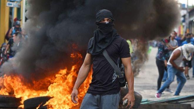 Crisis en Venezuela: cierran los 3 puentes fronterizos con Colombia y se registran enfrentamientos ante el intento de entrada de ayuda humanitaria