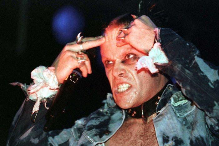 El icónico cantante de la banda de música electrónica The Prodigy Keith Flint ha muerto a la edad de 49 años en su casa.