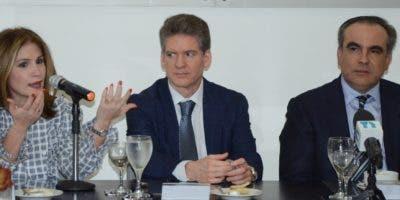 Circe Almánzar,  José Alfredo Corripio  y  Celso Juan Marranzini durante el Almuerzo Semanal  del Grupo  de Comunicaciones Corripio.     José de León