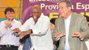 Leonel   con el merenguero Jhonny Ventura.  fuente externa.