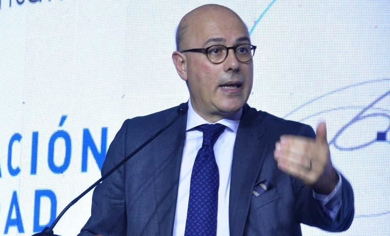 Francesc Pedró habla sobre el tema en actividad.