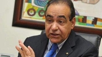 Julio A. Castaños Guzman, presidente hospital.