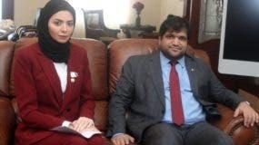 El encargado de Negocios de Catar, Khalid Al Sharshani, y su esposa  Fátima Alkhayat.