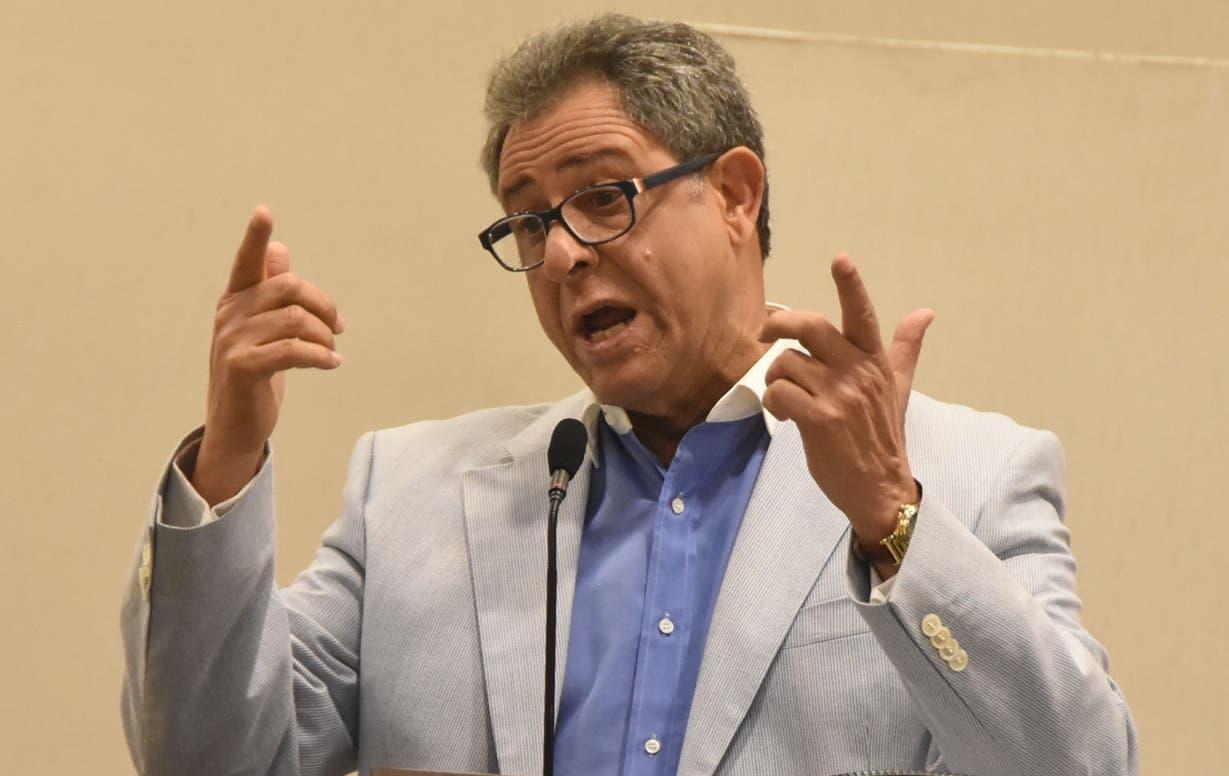Manifestó el interés de que la refinería pase totalmente al Estado dominicano.  Alberto Calvo