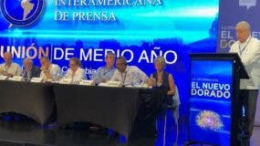 Adriano Miguel Tejada presenta el informe sobre República Dominicana .   Fuente externa
