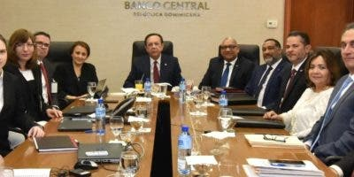 Héctor Valdez Albizu,  gobernador del Banco Central, se reunió la semana pasada con representantes del FMI.