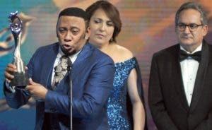 Anthony Santos junto a Emelyn Baldera y Franklin León.