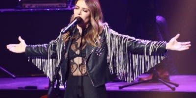 La cantante ofreció un gran espectáculo y demostró de qué está hecha   .  Graciela   González
