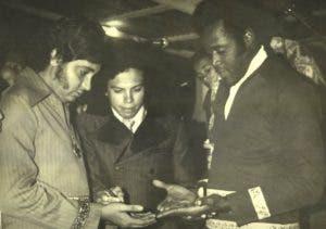 Ánthony Ríos junto a Johnny Ventura en la década del 70.