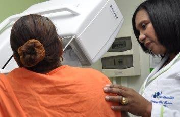 La doctora en una consulta.