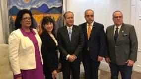 La embajadora habló con la prensa tras sostener un encuentro con el presidente del Senado.