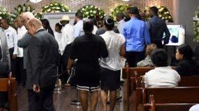 La tarde de ayer muchos artistas y fanáticos acudieron a la funeraria Blandino.  FUENTE EXTERNA