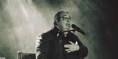 El cantante Anthony Ríos  interpretó varios de  los ritmos tropicales,   bachata, merengue y bolero.   archivo