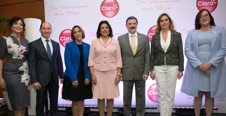 Gerty Valerio, Omar Acosta, Mercedes Canalda, Margarita Cedeño, Rogelio Viesca, Mara García y Janet Camilo.