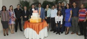 Los ejecutivos del Grupo Corripio junto al equipo de redacción del periódico EL DÍA.