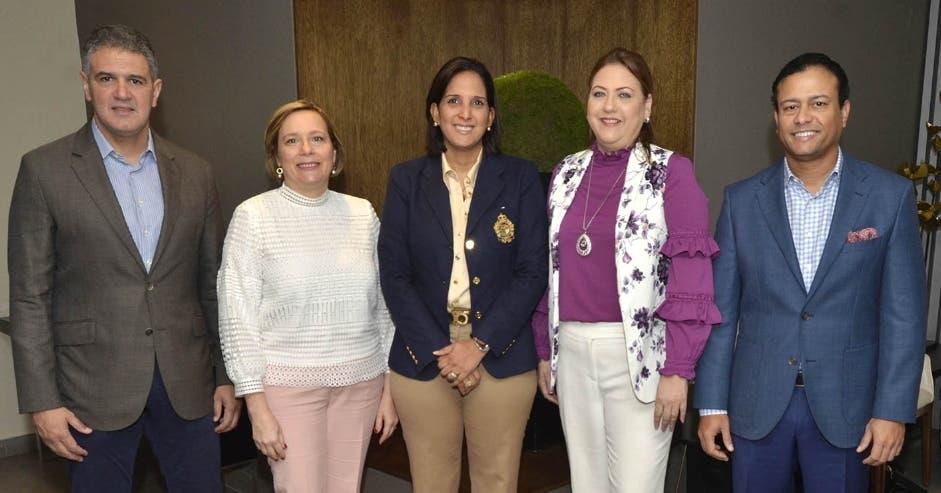 Ricardo Rizek, Zaide Alba, Sarah Estévez, Eloisa Muñoz y Carlos Flores.