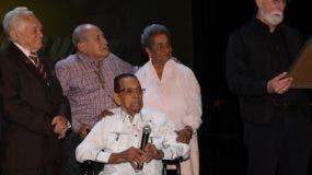 Franklin Domínguez tras recibir su reconocimiento.