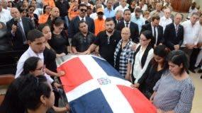 Ayer fue un día de mucho dolor para los hijos y amigos de Ánthony Ríos, quienes lo despidieron  en medio de una enorme caravana.  José de León