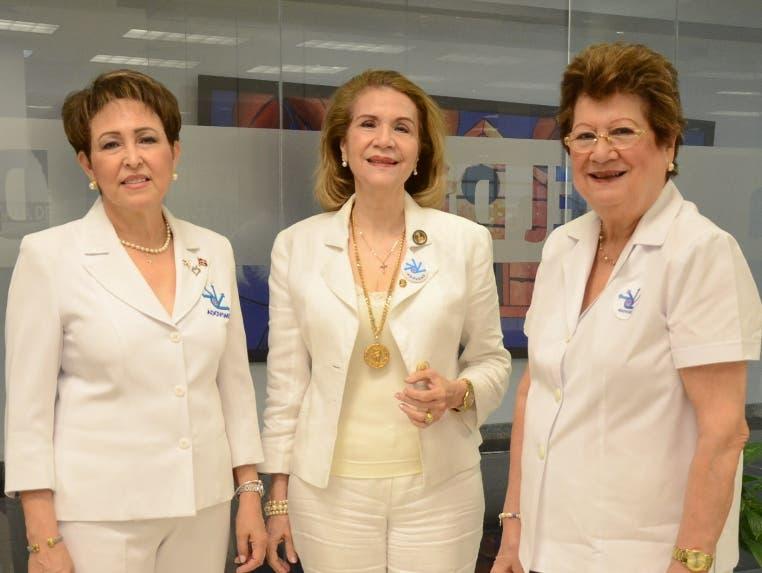 Carmen Merino, Myrna Fiallo de Gutiérrez y María Feris de Elmúdesi visitan el periódico EL DÍA.  JOSÉ DE LEÓN