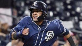 Fernando Tatis Jr. hará su histórico debut esta noche con  los Padres de San Diego.  AP