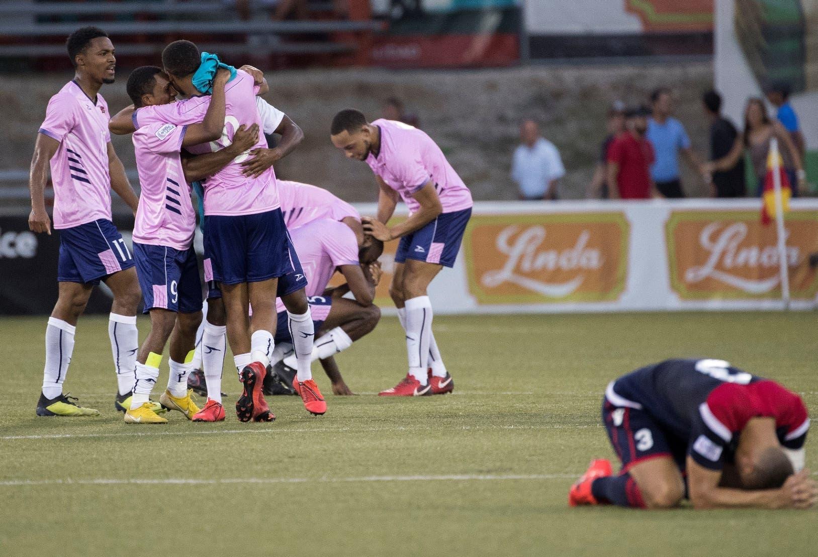 Jugadores de Bermudas celebran la victoria en la última jornada de clasificación de la Liga de Naciones de la Concacaf.  EFE