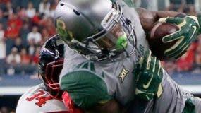 Atletas fútbol universitario han sido blanco de  fraudes.  ap