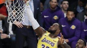 LeBron James ya está entre los mejores  cuatro anotadores históricos de la NBA.  AP