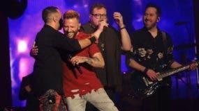 Mario Dom, Noel Schajris, Leonel García  y Pablo Hurtado en el momento más emotivo del concierto cantando juntos.