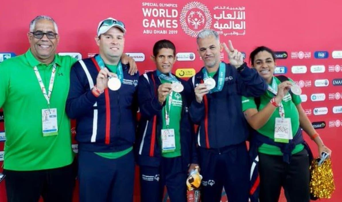 El equipo de natación que representa  al país en las Olimpíadas Mundiales.