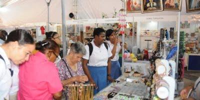 Expositores  precisan que las ventas se han incrementado durante los últimos días del evento.  Nicolás Monegro