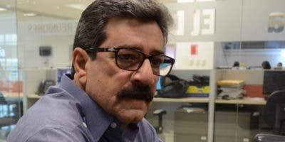 Carlos Objío detalla lo que será la premiación.  José de León