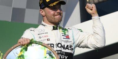 Valtteri Bottas celebra al ganar ayer la Fórmula Uno.