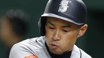 Ichiro Suzuki, recibe ovacipon de héroe en Japón.  AP