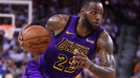 LeBron James no jugará más esta temporada con Lakers. aP