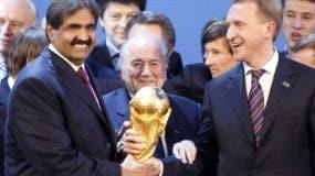 Momento en que Joseph Blatter da el visto bueno a Catar.