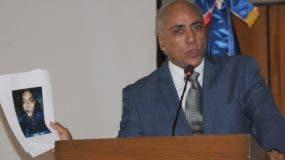 Bolívar Sánchez mientras ofrece explicaciones sobre solicitud para intervenir teléfono.