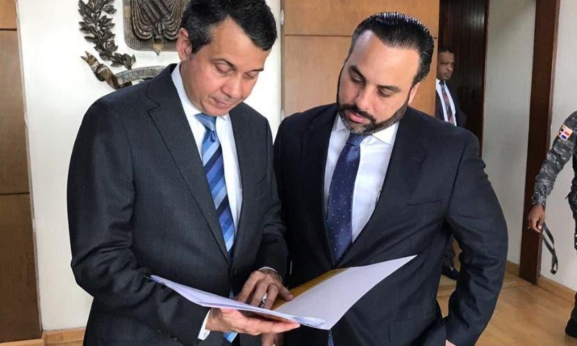 Orlando Jorge Mera y Julio Peña,  delegado y suplente del PRM.