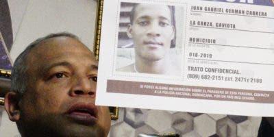 Vocero de la Policía muestra imagen del prófugo.   elieser tapia