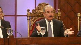 Mariano Germán Mejía, presidente de la Suprema; el presidente Danilo Medina  y Reinaldo Pared Pérez, presidente del Senado, durante evaluación.